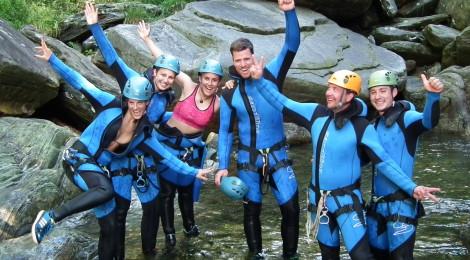 Gruppe Canyonauten in der Schlucht